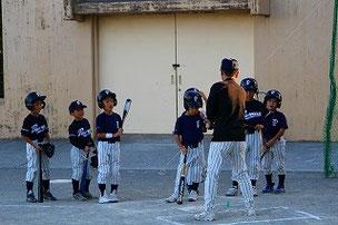 Oコーチによるバッティング指導。