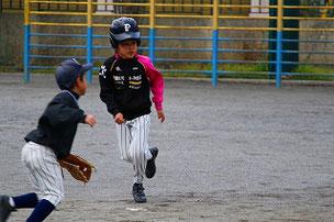 NOZさんもAチームで走塁練習。なかなか上手でしたよ。