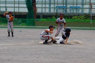 盗塁を試みるもアウトになってしまいました。少しスタートが遅れてしまったかな。でも惜しかったよ。