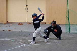 TAKS君。バットとボールが大分離れていました。当たれば結構飛ぶんだけどな。