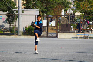 OBのSHUN君。身長が伸びました。球速も少し速くなった気がします。