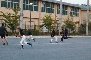 まずい走塁でチャンスを潰す選手軍。YURさん&中学生軍からなかなか1点を奪うことはできません。