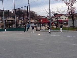 6年生たちのピッチング練習風景。これからの成長に期待しています。自主練習をしておいてくださいね。