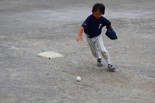 YUM君も足が速くなりました。 あ、球を落とした。