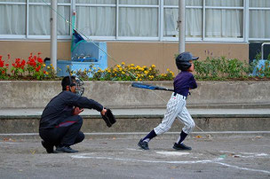 F君も打ちました。来年は内野手越えの打球を打つことを目標にしよう!