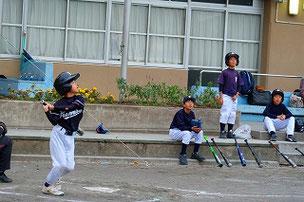 SOUM君。 打球を見上げる3人がなんだか可愛いですね。