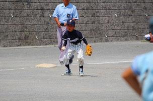 Fくんも緊張の中、初三塁をがんばりました。