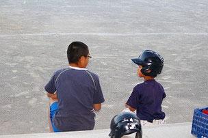 人望が厚い小学2年生のSくん。 左「おれ、中学校でも野球がやっていけるかな?」 Sくん「なおくんなら大丈夫だよ。下半身をしっかりと鍛えるといいよ」  人望に年齢は関係ありません。