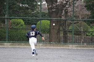 レフトのKESのところにたくさん打球が跳びました。追うんだKESくん①