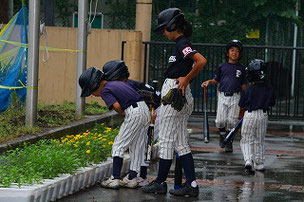 野球だけでなく、植物にも愛を注げるピューマーズの選手たち。