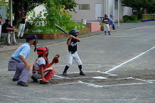 1番打者は四球で出塁