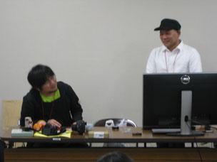 トークショーの伊東さんと岡村さん(右)