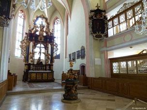 Lichtdurchfluteter Chorraum mit Hochaltar, St. Kilian, Bad Windsheim