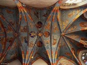 Sternenhimmel mit zahlreichen Engelsdarstellungen im Chorgewölbe