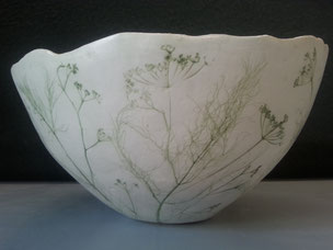 Exterieur gravé motif végétal d'un saladier