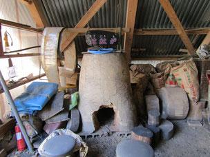 ホッパの会 大東 館内の溶鉱炉(たたら炉)