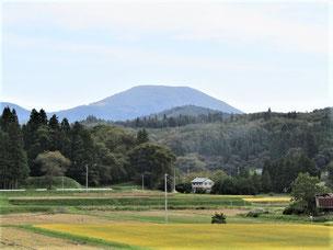 掬水の丘から望む室根山