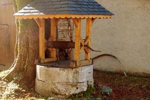 Puit à rouleau et margelle rénové (Champdor)