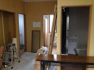1階トイレ部分を廊下から撮影