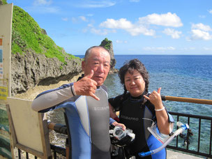 真栄田岬、ビーチ青の洞窟シュノーケル。