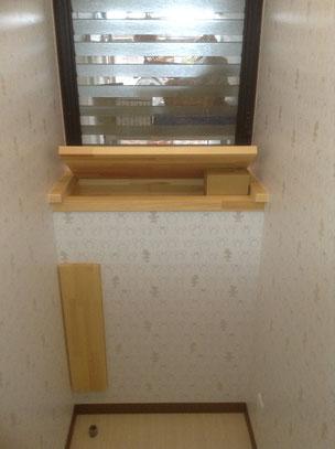 職人手作りの収納棚付きトイレのリフォーム