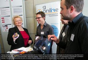 Thomas Graf (im Projekt zuständig für den Bereich Prävention) 2012 im Gespräch mit der damaligen Drogenbeauftragten der Bundesregierung, Mechthild Dyckmans auf der Jahrestagung der Drogenbeauftragten.