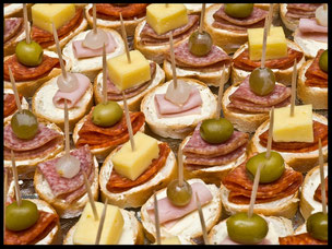 FirmenausflugsIdeen mit Speiseangeboten vom Barbcue, Flammkuchen, Menüvariation zum Kalt Warmen Buffet