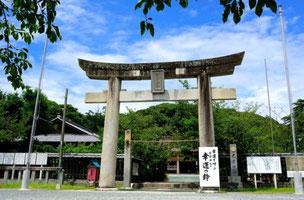「西公園」の参道を登りきったら、黒田官兵衛ゆかりの「光雲神社(てるもじんじゃ)」があります。