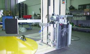 Semi automaat  met automatisch aanpick -en afsnijden van folie. Alle universele trolly opties mogelijk. Vloer integratie.