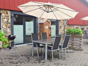 eigene Terrasse mit Grillmöglichkeit auf dem ferienbauernhof monschau