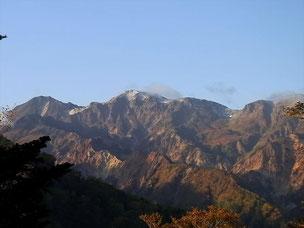 13日(日)快晴の中、初冠雪の白山を右手に見ながら進む