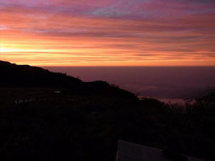 朝日小屋前の夕焼けです。富山市内の夜景も見えました。