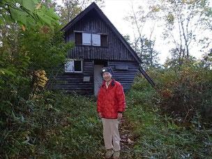 風雨治まったので写真を撮りに、シナノキ避難小屋の前で