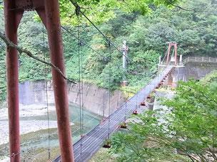北俣小屋かた少し下ったところの吊り橋を渡って