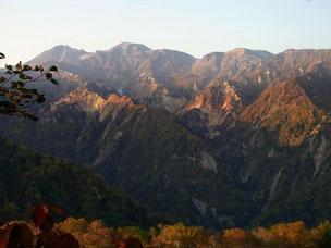 14日(月)早朝の白山本峰と地獄尾根