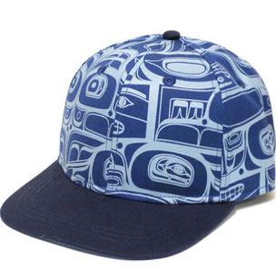 """Stretch fit cap met """"Raven Flight"""" design van Morgan Green (Tsimshian)"""