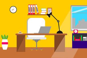 オフィスのデスク。本棚と飾り棚。デスクトップ型パソコンとプリンター。