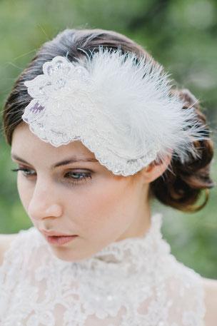 Exquisite Braut-Kopfschmuck-Kreation aus Spitze, Perlen, Pailletten, Federn... Vintage pur...  Ein auffälliger Fascinator für einen ausgefallenen Vintage Braut-Look.