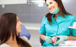 Sie erhalten von uns Tipps zur richtigen Mundpflege und zur zahngesunden Ernährung. (© sneksy13 - Fotolia.com)