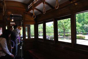 京都市電は明治28年、現在の京都駅近くから伏見までの約6.4kmで開業しました。木造の車両は、ぬくもりを感じさせます。