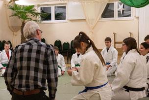 Ehrung von Verena Rücker beim Gemeinschaftstraining Judo JuJutsu Freunde Nordwest durch den Delmenhorster Oberbürgermeister Axel Jahnz, Foto: Andreas Hartwig