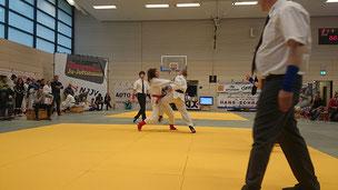 Bild zeigt Malin Hildebrandt in einem Kampf beim x-mas Turnier 2015 in Oldenburg
