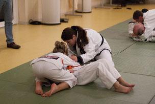 Birthe Schmidt (Leistungssporttrainerin im Ju-Jutsu des Delmenhorster TB) beim Gemeinschaftstraining Judo JuJutsu Freunde Nordwest, Foto: Andreas Hartwig