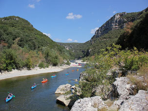 A group of cano and kayaks rented in Ardeche