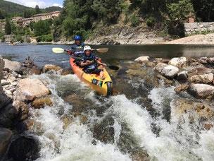 Un rapide de classe 2 en canoe kayac sur l'Eyrieux