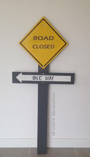 panneau jaune et gris signalisation