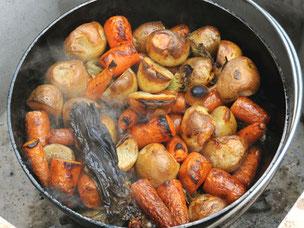 ダッチオーブンで作る丸ごと野菜のロースト
