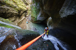 abseilen rutschen springen canyoning ötztal haiming tirol wasser familien adrenalin