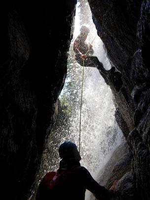 wasserfall abseilen aktiv canyoning extreme natur Schlucht