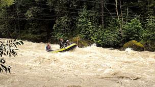 Extrem Powerraft Rafting Wasser Stromschnellen Flüsse Alpen
